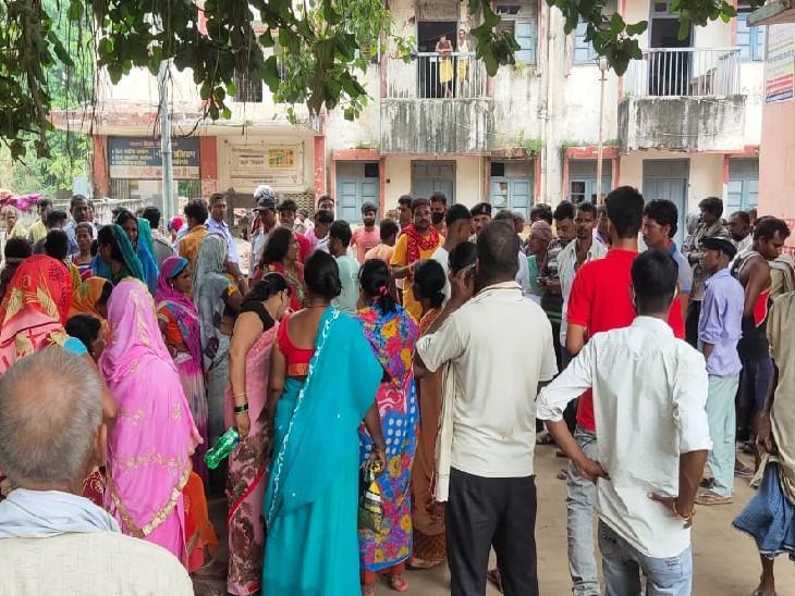 गांगी गंगा नदी किनारे गया था, पैर फिसला तो नदी में गिर गया, डूबने से मौत; अस्पताल में परिजनों ने किया जमकर बवाल|भोजपुर,Bhojpur - Dainik Bhaskar