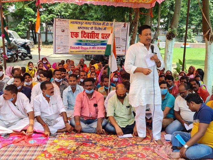 जिला परिषद् अध्यक्ष पर FIR नहीं तो हाईकोर्ट जाने को तैयार वार्ड पार्षद, आयुक्त के खिलाफ की हड़ताल|भागलपुर,Bhagalpur - Dainik Bhaskar