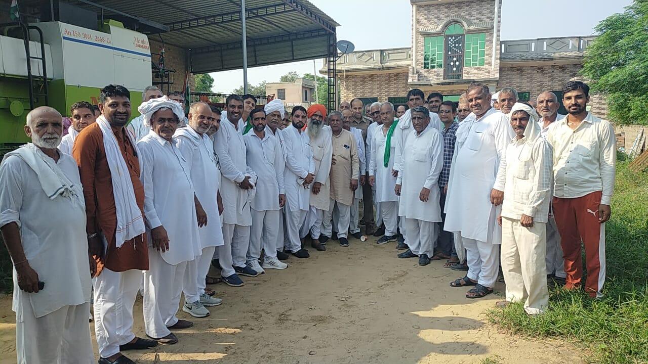 खाप पंचायतों ने निपटवाया विवाद, दोनों पक्षों में करवाया समझौता: पूर्व मंत्री की रैली में शामिल होने पर गांव ने किया था किसान परिवार का सामाजिक बहिष्कार|हरियाणा,Haryana - Dainik Bhaskar
