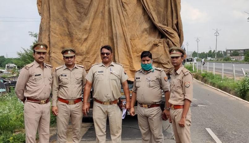 35 लाख रुपए की 470 पेटी अवैध नकली शराब बरामद, एक आरोपी गिरफ्तार|आगरा,Agra - Dainik Bhaskar