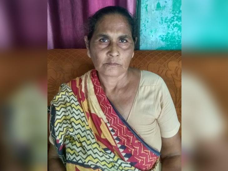 महिला से जेवर निकलवा पर्स में रखवा दिया जालसाज, बोला- आंखें बंद कर' ऊं नमः शिवाय' का करो जप, आंखें खुली तो पर्स सहित फरार|गोरखपुर,Gorakhpur - Dainik Bhaskar