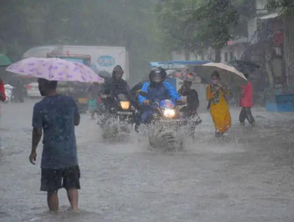 9 बजे तक 3 घंटे में साढ़े तीन इंच पानी बरसा। - Dainik Bhaskar