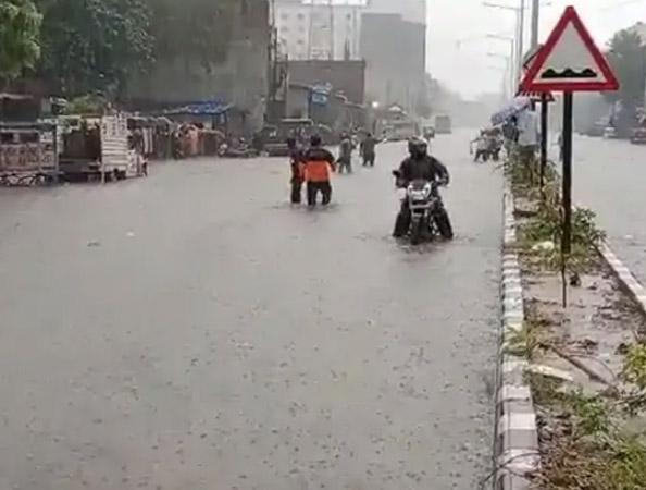 दक्षिण गुजरात के अलावा राज्यभर में औसत बारिश का 50 फीसदी पानी बरस चुका है।