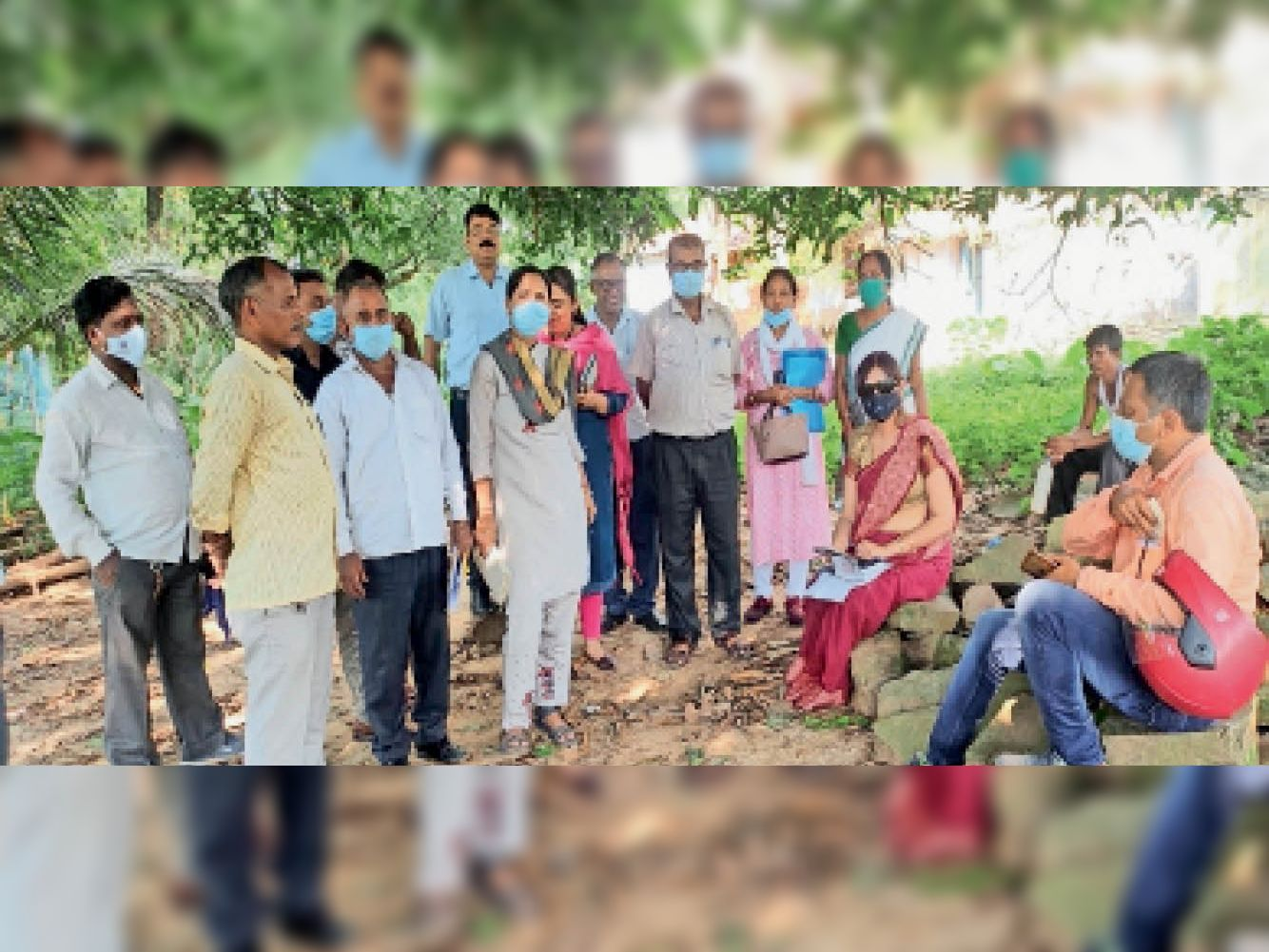 जापानी बुखार को लेकर घीकुली गांव में पहुंची मेडिकल टीम। - Dainik Bhaskar