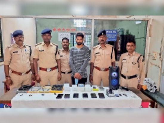 जगदलपुर। कोतवाली पुलिस की अभिरक्षा में मौजूद आरोपी। - Dainik Bhaskar