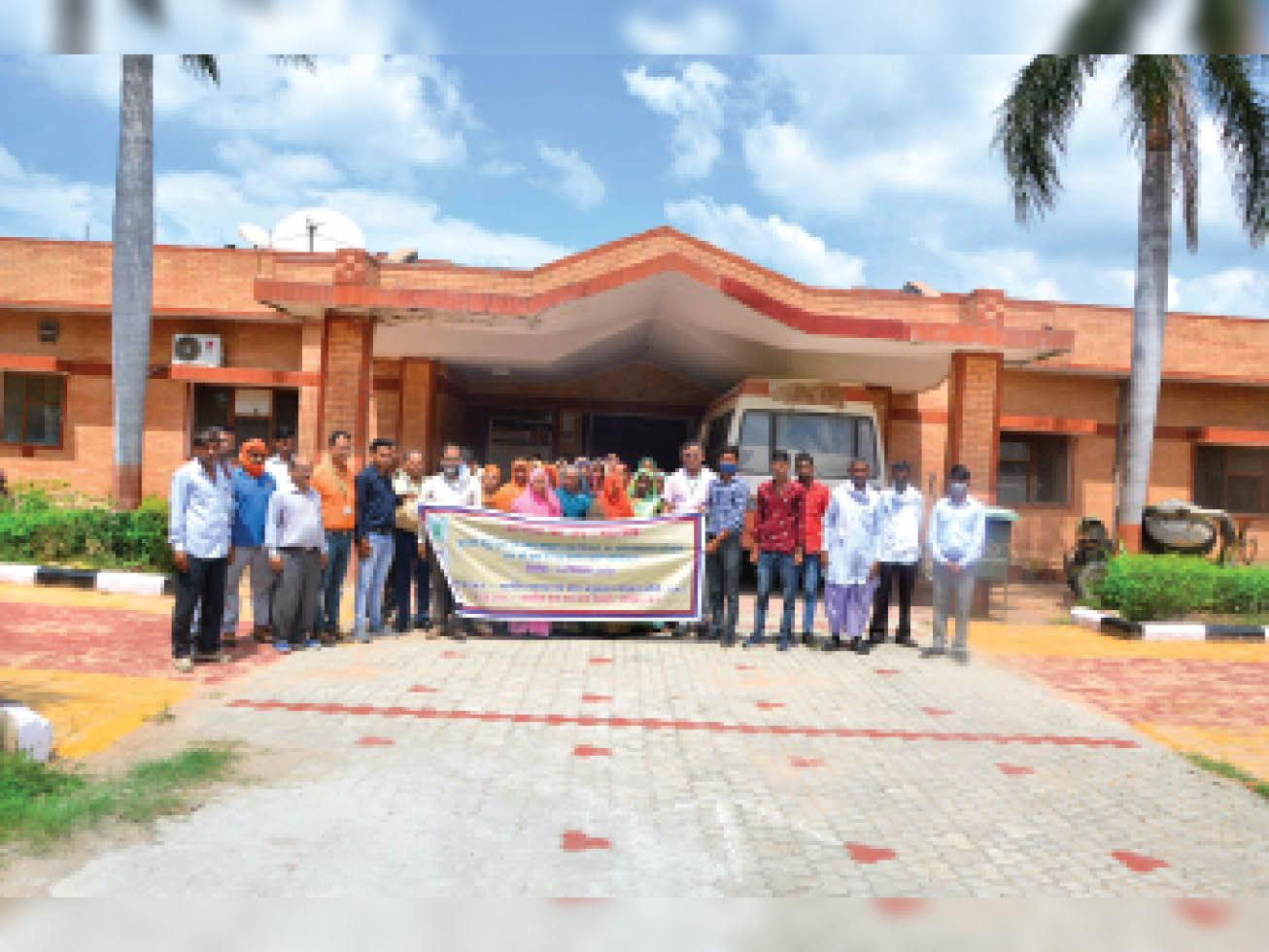 मृदा एवं जल संरक्षण अनुसंधान केंद्र पर किसानों ने किया भ्रमण। - Dainik Bhaskar