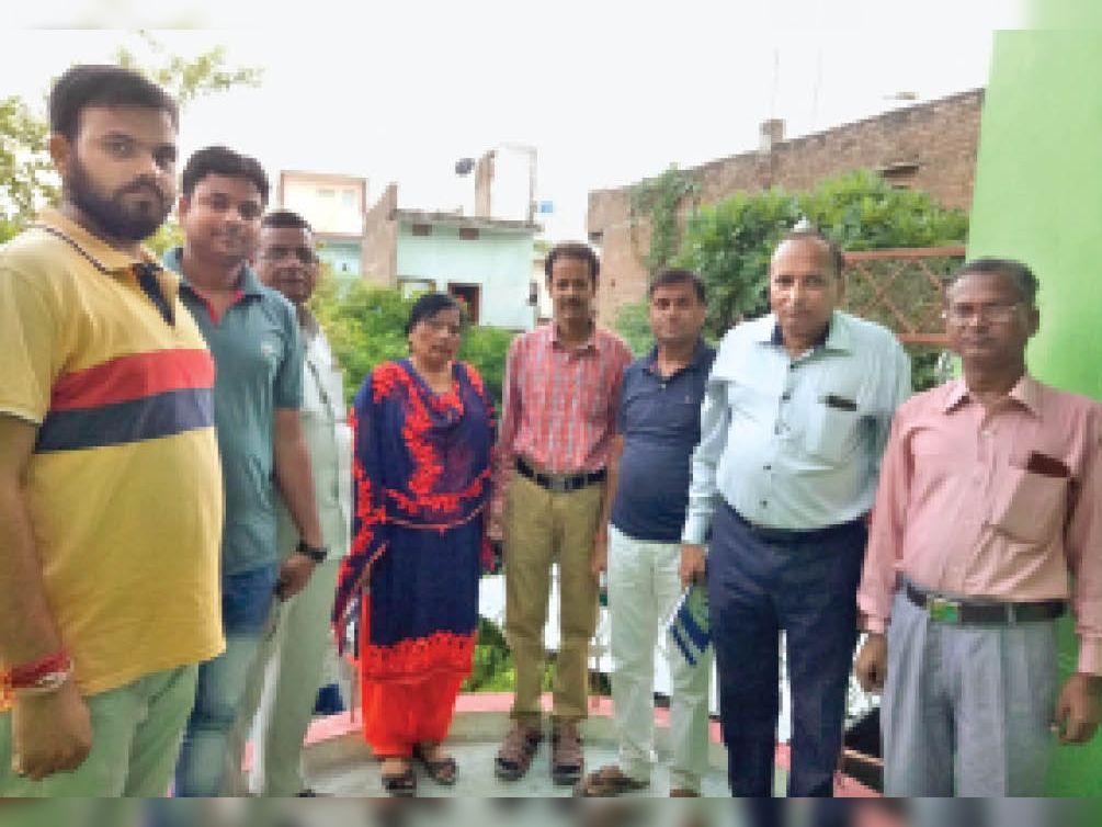 आरोग्य भारती की तहसील इकाई की मासिक बैठक में मौजूद पदाधिकारी। - Dainik Bhaskar
