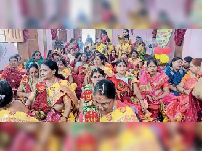 दादी मंगल उत्सव में शामिल महिला श्रद्धालु। - Dainik Bhaskar