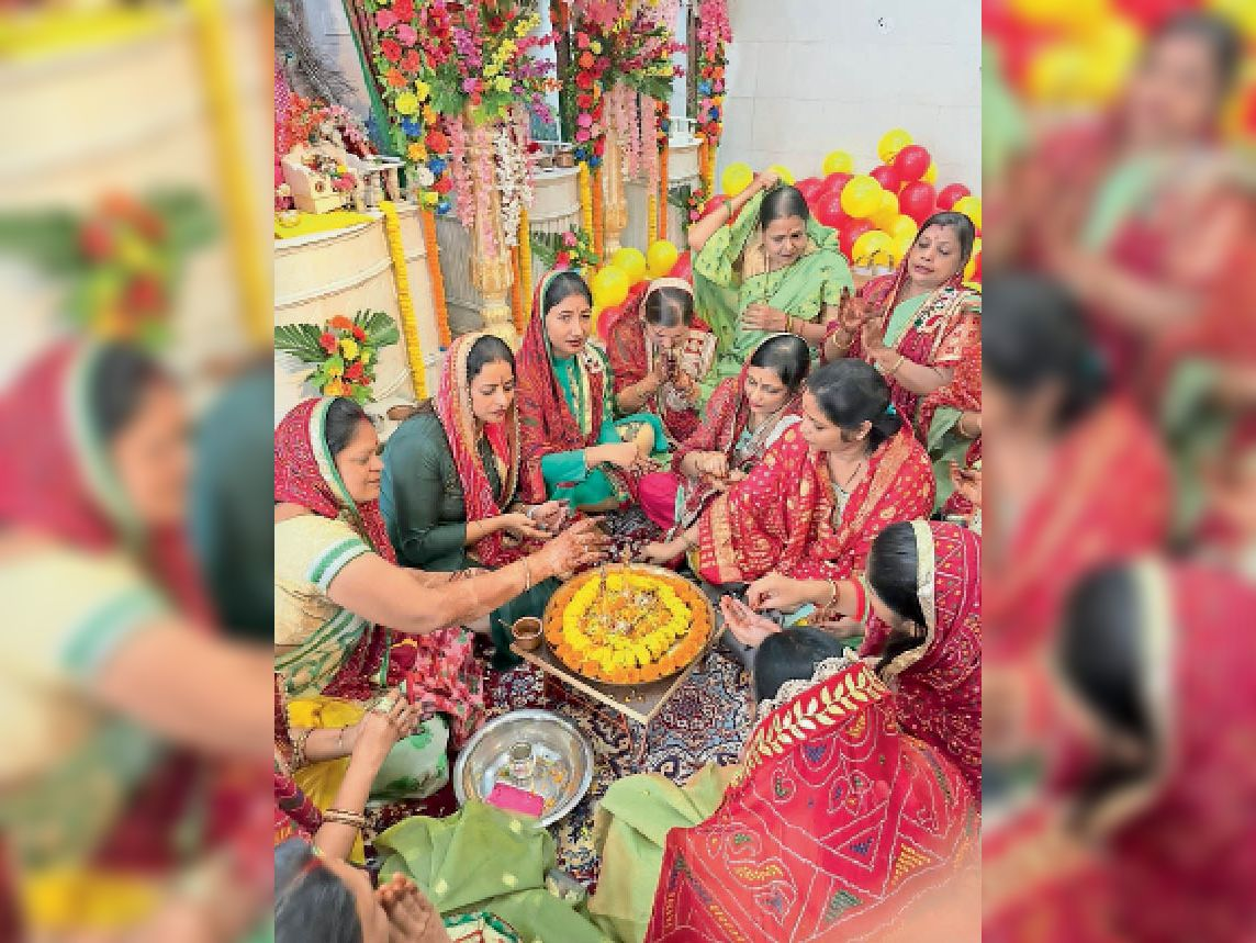 दादी मंदिर महोत्सव में भाग लेती मारवाड़ी समुदाय की महिलाएं। - Dainik Bhaskar