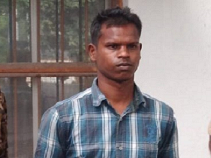पुलिस ने वारिस के साथ लाईट की।  आरोपी अक्षय सारथी के आते ही पुलिस ने उसे गिरफ्तार कर लिया।