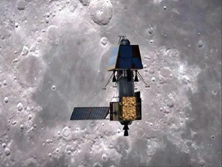 'चंद्रयान-2 चंद्रमा की सतह से करीब 100 किलोमीटर की ऊंचाई पर यह उपग्रह घूम रहा है। - Dainik Bhaskar