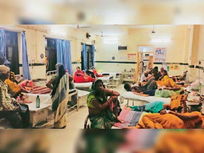 बारां. एमसीएच अस्पताल में एनेस्थेटिक चिकित्सक की कमी के चलते सिजेरियन डिलीवरी केस रेफर हो रहे हैं। - Dainik Bhaskar