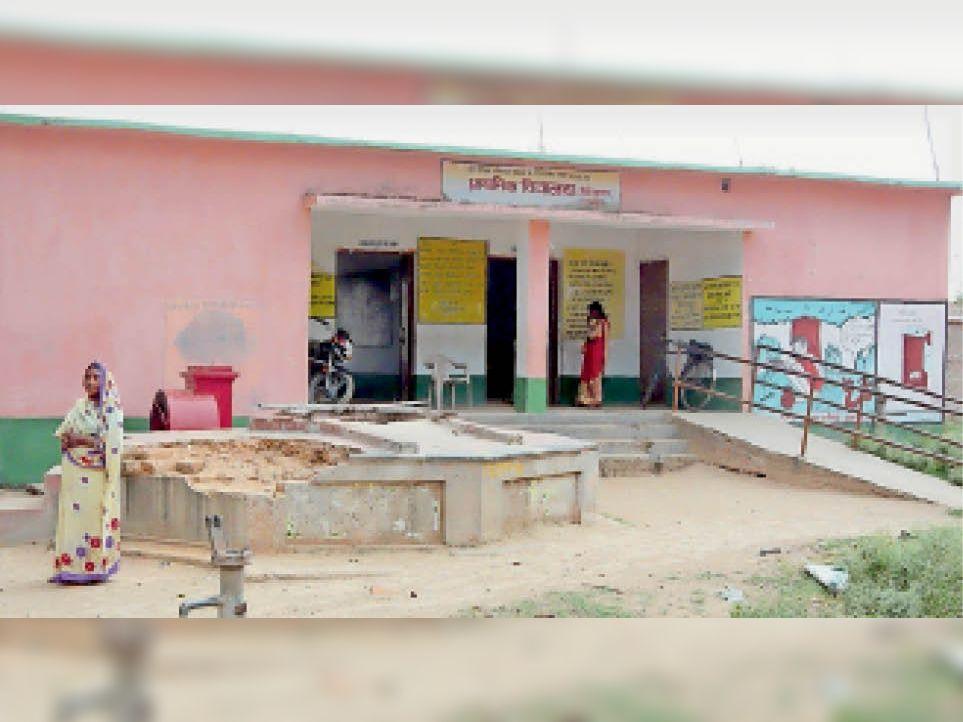 सरकारी विद्यालय भवन। - Dainik Bhaskar