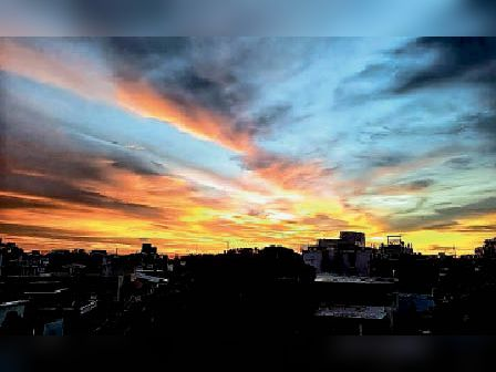 बारिश के बाद धुप खिलने से बादल इस प्रकार से नजर आए। - Dainik Bhaskar