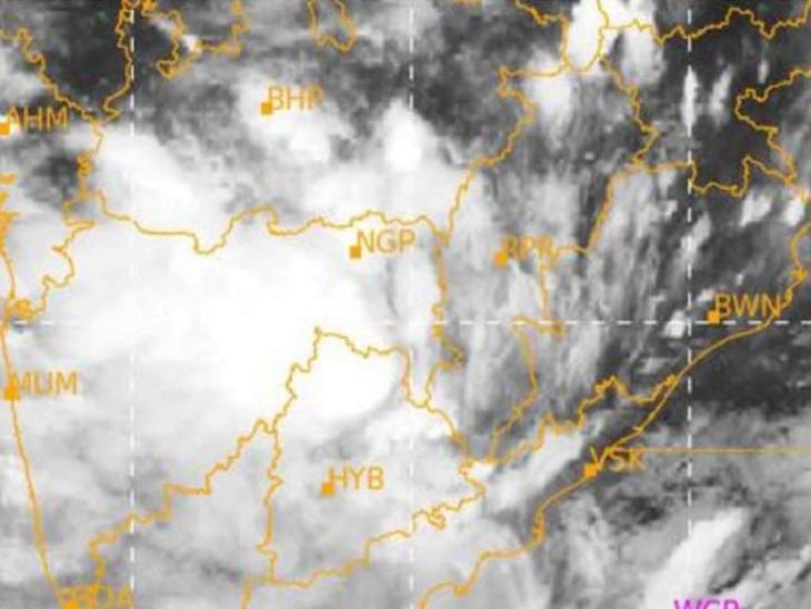 चित्र में संवहनीय बादलों को महाराष्ट्र-तेलंगाना की ओर जाता देखा जा सकता है।