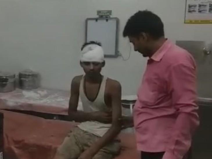 अस्पताल में घायल शख्स। - Dainik Bhaskar