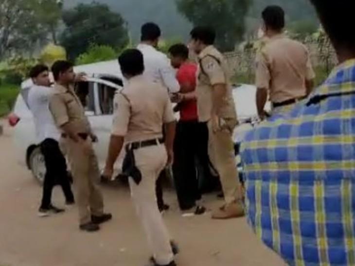 सांवली उप्र के बावरिया गैंगके तीन लुटेरों को सतना एवं पन्ना पुलिस के ज्वाइंट ऑपरेशन में सतना के नयागांवसे गिरफ्तार कर लिया। - Dainik Bhaskar