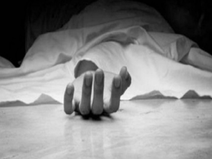 कमरे के अंदर बंद कर हाथ-पैर से पीट-पीटकर किया अधमरा, इलाज के दौरान हुई मौत; आरोपी बेटा गिरफ्तार छत्तीसगढ़,Chhattisgarh - Dainik Bhaskar