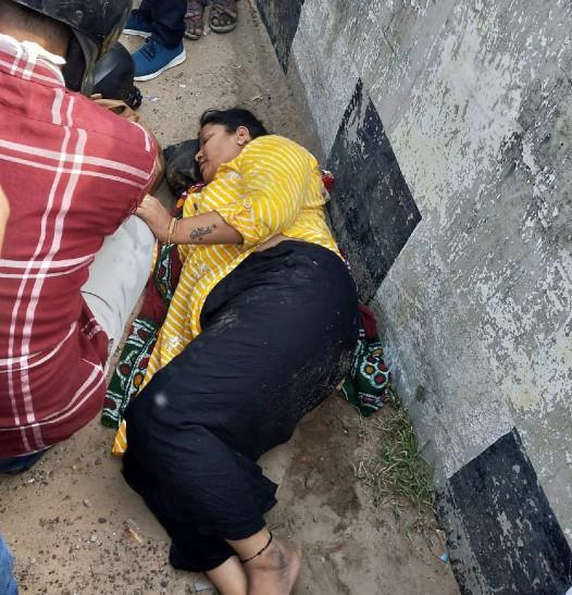 सड़क पर पड़ी गिट्टी से टकराकर हुआ हादसा, राहगीरों ने निकाला, डेढ़ घंटे बाद पहुंची पुलिस, अस्पताल पहुंचाया|कोटा,Kota - Dainik Bhaskar