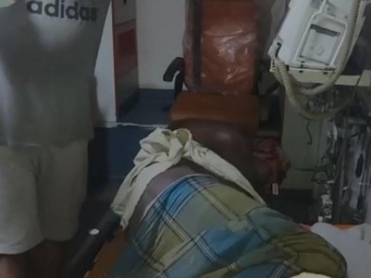अस्पताल में मृतक। - Dainik Bhaskar