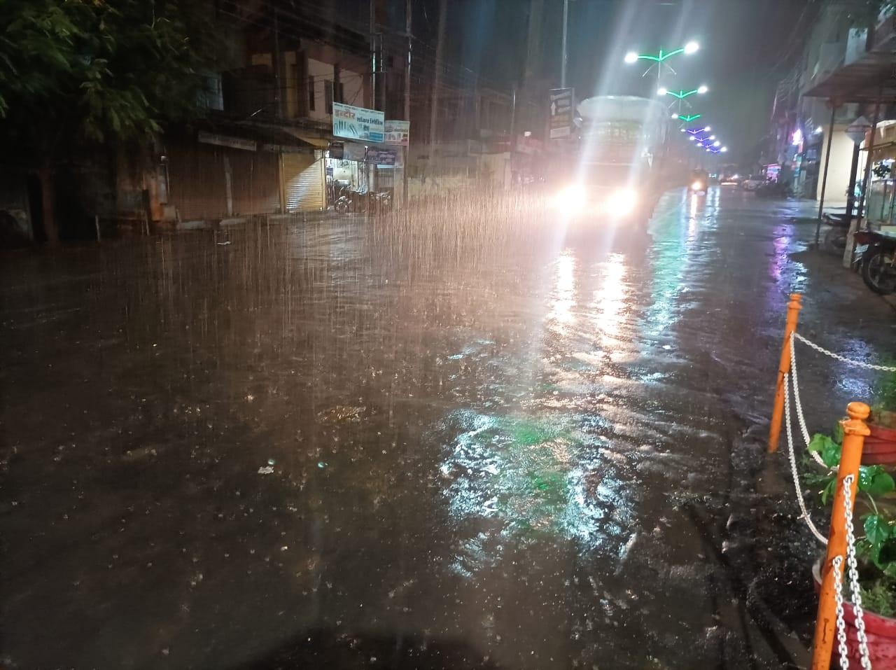 प्रदेश में बारिश का अलर्ट; भोपाल, इंदौर में गरज-चमक के साथ रिमझिम बरसात; खरगोन समेत 5 जिलों में भारी बारिश की संभावना|मध्य प्रदेश,Madhya Pradesh - Dainik Bhaskar