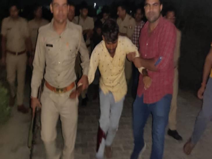 घायल बदमाश असलम और शाकिर बेहद शातिर हैं। मुठभेड़ के बाद दोनों घायल बदमाशों को पुलिस ने इलाज़ के लिए जिला अस्पताल में भर्ती कराया।