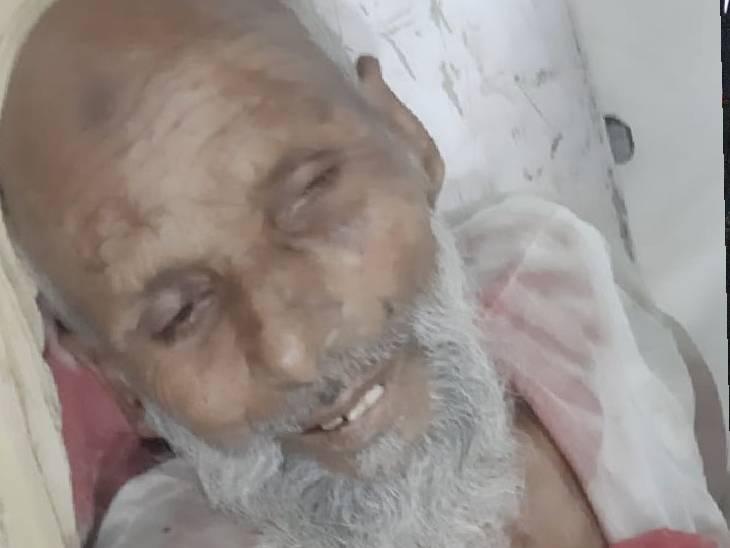 65 वर्षीय अब्दुल रजाक की गोली लगने से मौके पर ही मौत हो गई ।