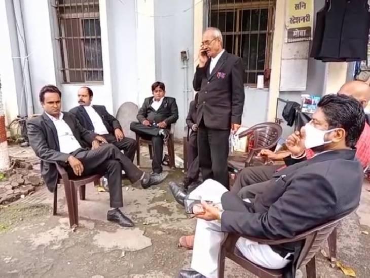 जबलपुर में अधिक्ताओं ने न्यायालयीन कार्य से विरत रहकर जताया विरोध, पुलिस ने सुबह 10 बजे ही दोनों आरोपियों को पेश कर दिया कोर्ट|जबलपुर,Jabalpur - Dainik Bhaskar