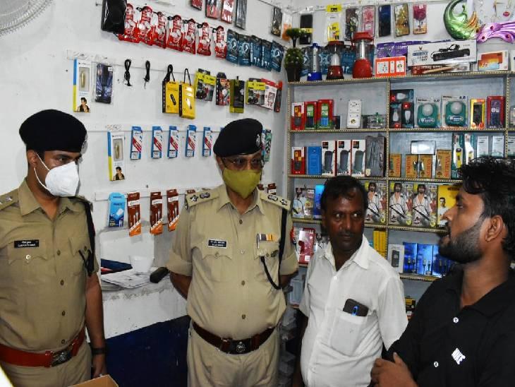 3 बाइक पर सवार होकर 6 बदमाश पहुंचे, 50 हजार की नगदी लूटी, बैंक में लगा सीसीटीवी था खराब गाजीपुर,Ghazipur - Dainik Bhaskar