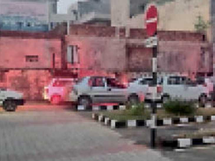 देर शाम 7:15 बजे तक लाइसेंस के लिए होते रहे ड्राइविंग टेस्ट, लोगों से अंधेरे में ही ली गई ड्राइविंग ट्राई - Dainik Bhaskar