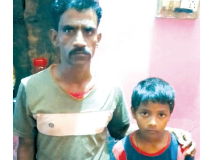 मामा के साथ 9 वर्षीय बालक।