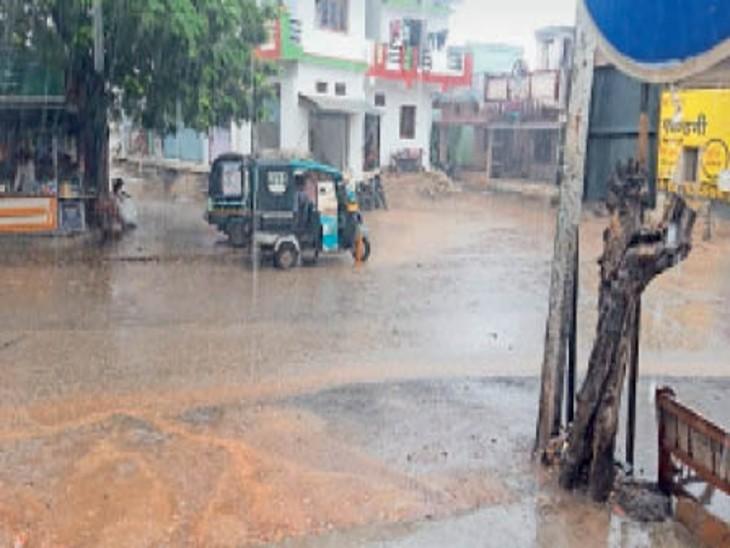 चिड़ियावासा में सोमवार शाम को बारिश का नजारा। - Dainik Bhaskar