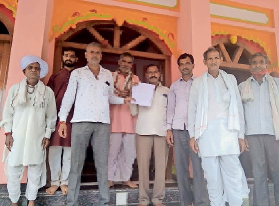 परमार समाज और श्रद्धालुओं ने आरा मशीन के लायसेंस निरस्त कराने  की मांग की। - Dainik Bhaskar