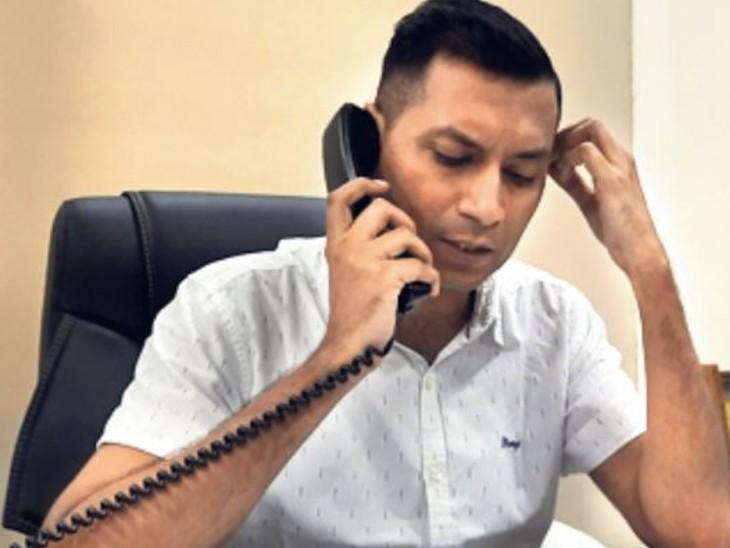 श्रम एवं राेजगार विभाग के सचिव नीरज के पवन ने साेमवार काे खुद फाेन किया और मामले के बारे में पूछताछ की। - Dainik Bhaskar