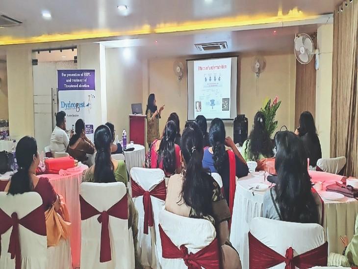 बांझपन के जटिल समस्याओं को लेकर वर्कशॉप में शामिल महिला डॉक्टर। - Dainik Bhaskar