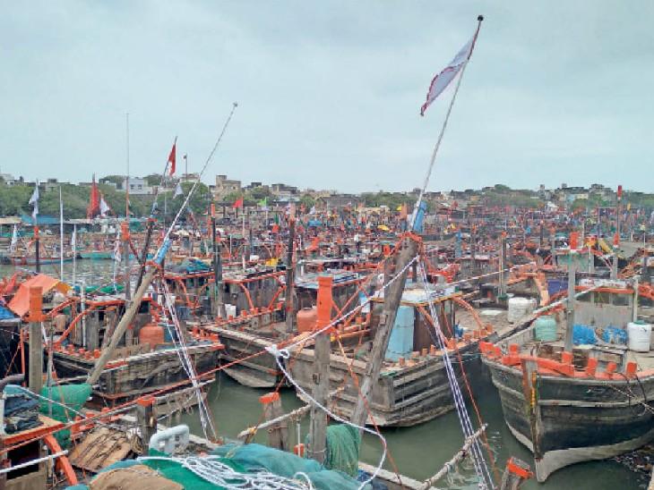 एक ट्रिप 4.50 लाख में पड़ेगी, मछुआरों की दुविधा- फिशिंग से क्या इतनी कमाई होगी - Dainik Bhaskar