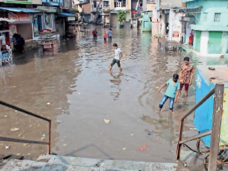 अश्विनी कुमार धाम, उमिया सर्किल, डिंडोली ब्रिज सहित कई क्षेत्रों में जलजमाव। - Dainik Bhaskar