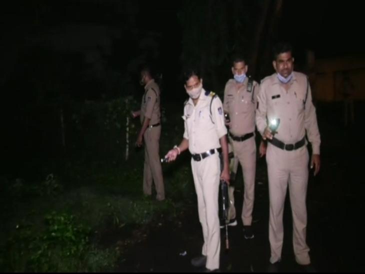 घटना के बाद मौके पर मौजूद पुलिस की टीम।