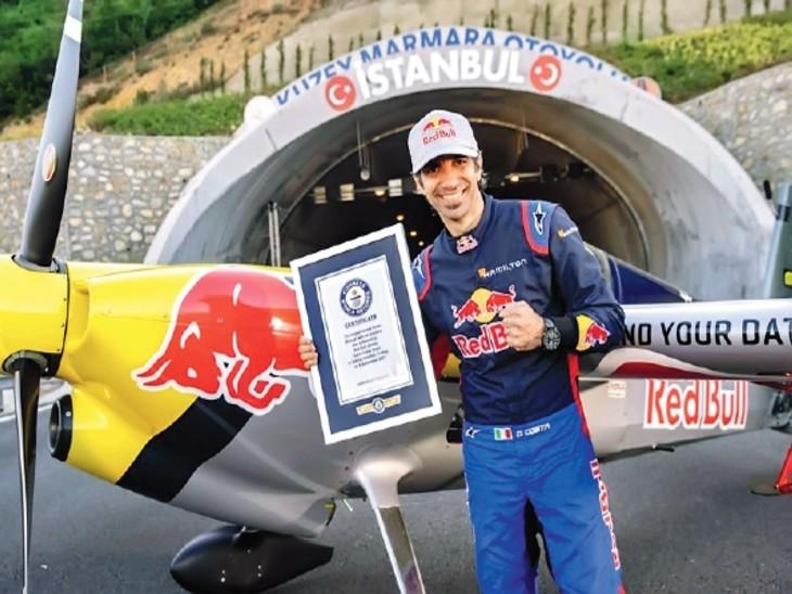 पायलट डारियो कोस्टा। उन्होंने किसी टनल से पहली बार प्लेन के टेक ऑफ के रिकॉर्ड समेत 5 विश्व रिकॉर्ड बनाए हैं।