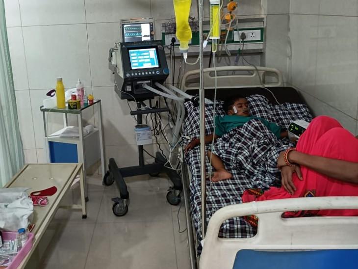 अस्पताल में एडमिट बच्चा।
