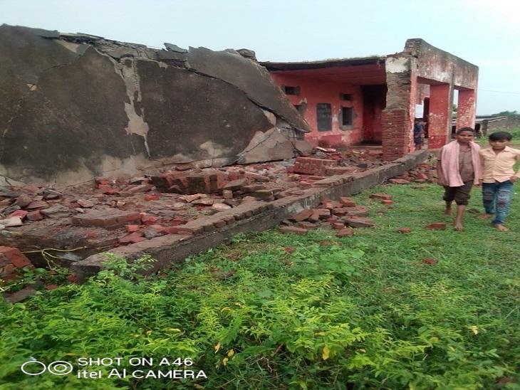 आसमान से बिजली गिरने से स्कूल की बिल्डिंग टूटी, बिजली की तीव्रता इतनी थी कि आधा स्कूल भरभरा कर गिर पड़ा|उदयपुर,Udaipur - Dainik Bhaskar