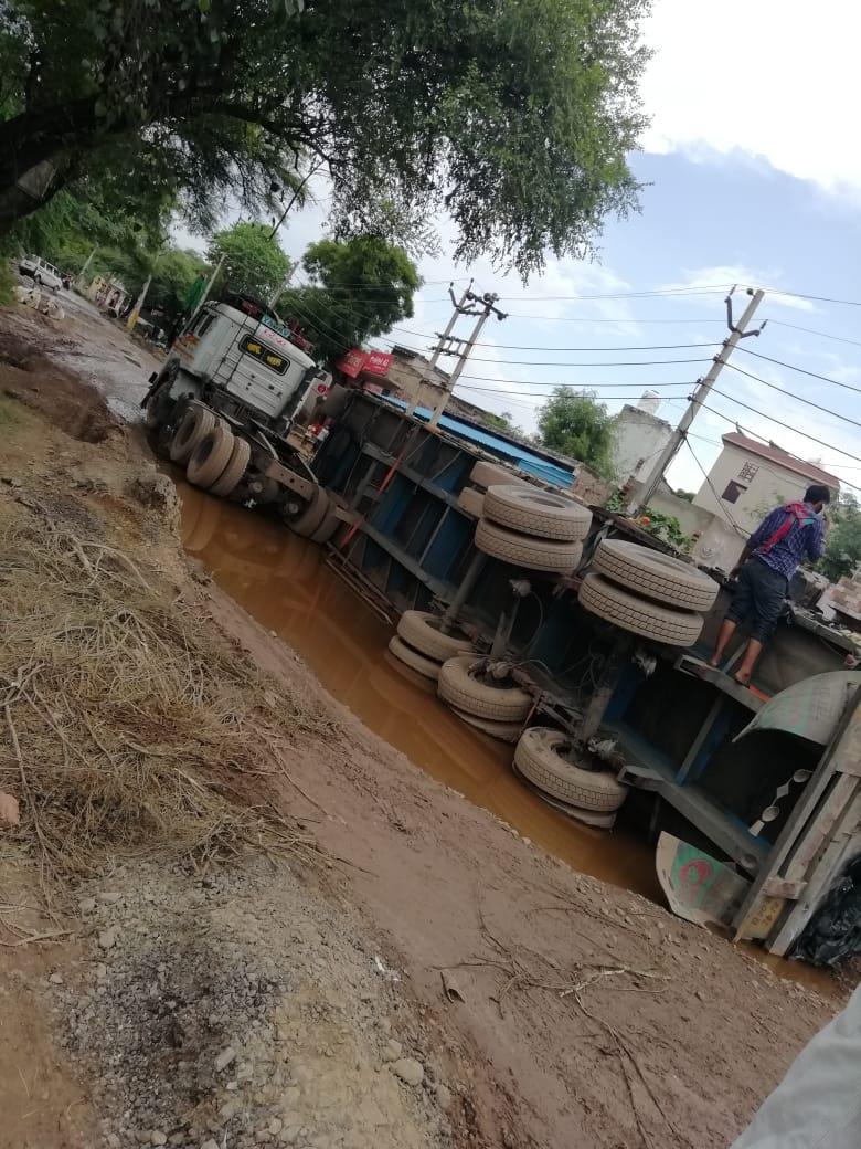 किसान आंदोलन के चलते क्षतिग्रस्त हुआ रेवाड़ी-शाहजापुर मार्ग, अप्रोच रास्तों की पहचान हुई गायब; पलट चुके हैं कई वाहन रेवाड़ी,Rewari - Dainik Bhaskar