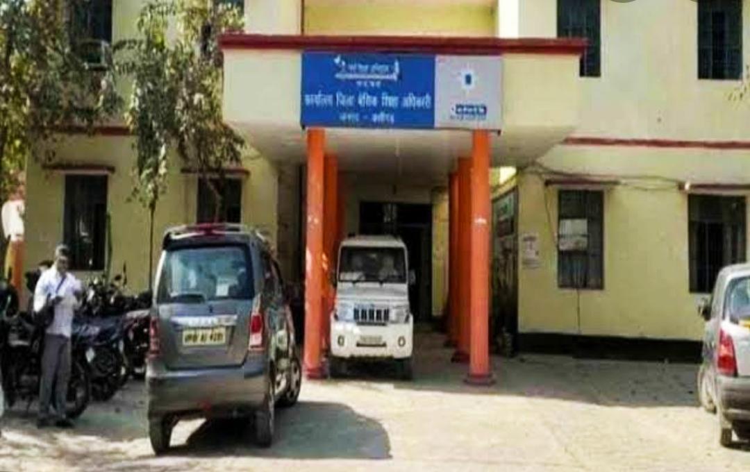 अलीगढ़ के जवां ब्लाक में एआरपी ने महिला शिक्षिका का मोबाइल छीन की अभद्रता, शिक्षिका ने थाने में भी दी तहरीर|अलीगढ़,Aligarh - Dainik Bhaskar