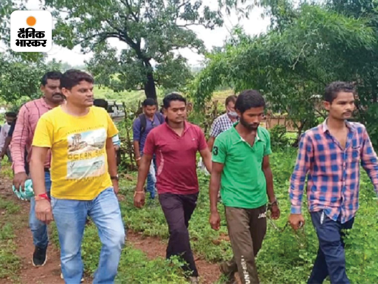 युवक ने रस्सी से गला घोंट कर दफनाया, 3 दिन बाद लापता होने की बात कह ग्रामीणों के साथ ढूंढने निकला; शव देख बोला- मैंने ही मारा छत्तीसगढ़,Chhattisgarh - Dainik Bhaskar