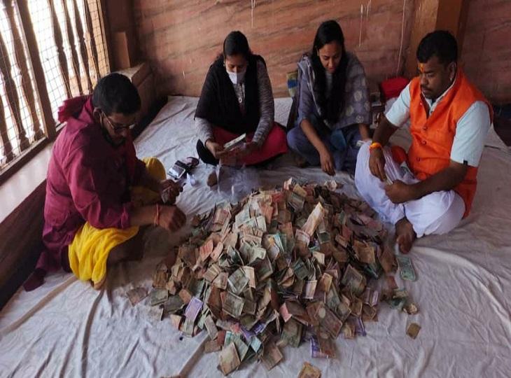 8 महीने बाद मां दंतेश्वरी मंदिर की दान पेटी खोली गई है। - Dainik Bhaskar
