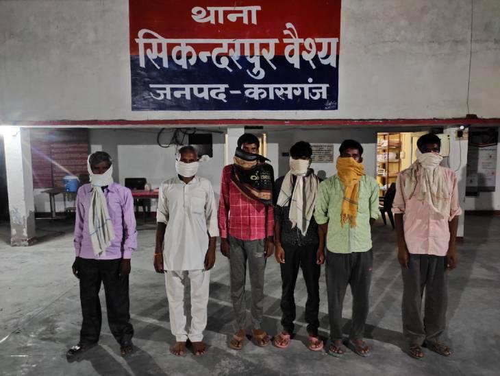 पुलिस ने आरोपियों के ठिकानों पर की छापेमारी, नकदी व सट्टे में प्रयोग होने वाली सामग्री बरामद|कासगंज,Kasganj - Dainik Bhaskar