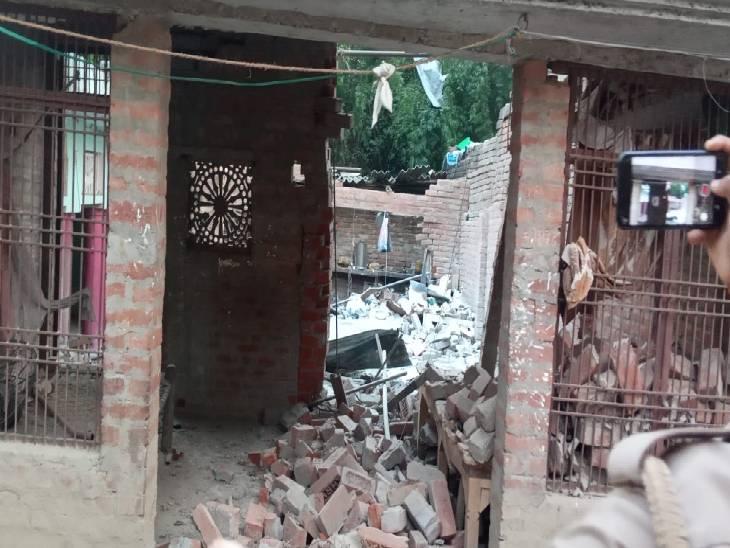 पटाखा बनाते वक्त हुआ धमाका, एक महिला गंभीर रूप से हुई घायल|अम्बेडकरनगर,Ambedkarnagar - Dainik Bhaskar
