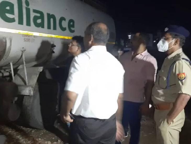 ढाबे पर टैंकर खड़ा कर करते थे डीजल चोरी, 17 लोगों को पुलिस ने हिरासत में लिया; तीन हजार लीटर डीजल बरामद|इटावा,Etawah - Dainik Bhaskar