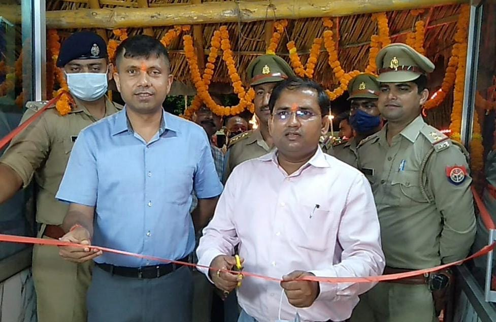 सिविल लाइन्स पुलिस चौकी भवन व ग्राउंड का डीएम-एसएसपी ने किया संयुक्त रूप से उद्घाटन,संत-महंत भी हुए शामिल होकर खुश हुए|अयोध्या,Ayodhya - Dainik Bhaskar