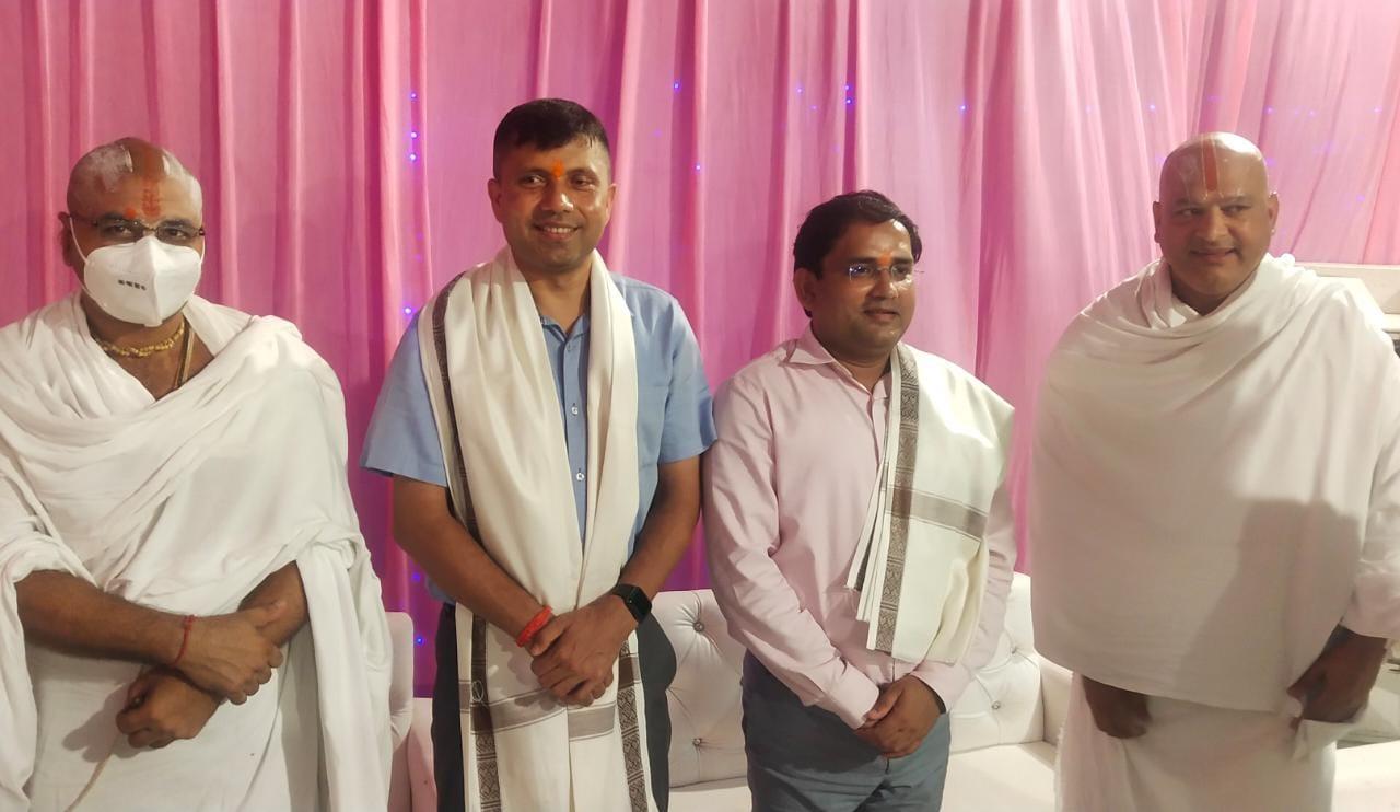 सिविल लाइन्स चौकी के उद्घाटन अवसर पर डीएम अनुज कुमार झा,एसएपी शैलेश कुमार पांडेय,श्रीरामवल्लभाकुंज प्रमुख स्वामी राजकुमार दास व महंत रामदास
